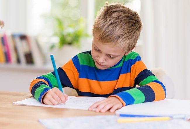 Trẻ em học bài
